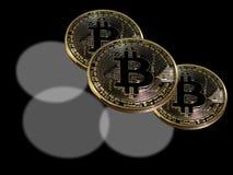 Trefaldiga bitcoins Arkivfoton