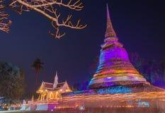 Trefaldiga Circumambulation runt om gammal pagod av den Trapangtong templet i Sukothai Thailand Royaltyfri Bild
