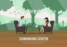 Treffen in der Kaffeestube mit Gartenansicht Lizenzfreie Stockfotografie