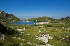 Trefoil湖,七个Rila湖,保加利亚的风景 免版税库存图片