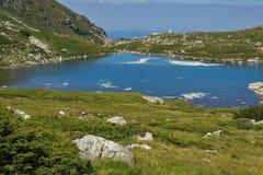 Trefoil湖,七个Rila湖,保加利亚的风景 免版税图库摄影