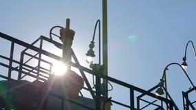 Treiben Sie Anlage mit Rohr und Rohr für chemische Operation an stock footage