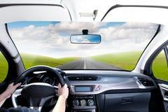 Treiben Sie ein Auto an Lizenzfreies Stockbild