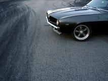 Treibendes amerikanisches klassisches Auto stockbild