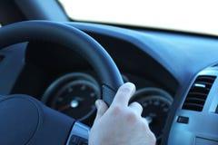 Treiber ein Auto lizenzfreie stockfotos