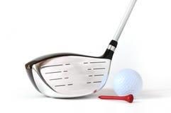 Treiber, Golfball und rotes T-Stück Lizenzfreie Stockfotos