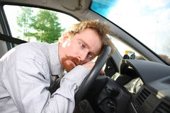 Treiber schläft in einem Auto Lizenzfreie Stockfotografie