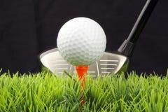 Treiber und Golfball Stockbilder
