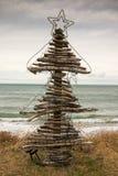 Treibholz-Weihnachtsbaum, Pouaua-Strand, Gisborne, Neuseeland Stockfotos