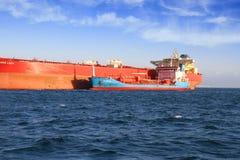 Treibstofftanker verankert in Algesiras-Bucht lizenzfreie stockfotografie