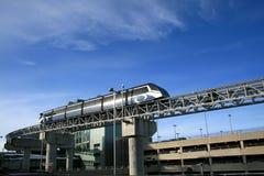 Trein aan Luchthaven Stock Afbeeldingen