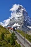 Trein aan Matterhorn, spoorweg Zermatt aan Gornergrat stock afbeelding