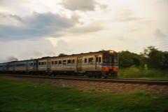 Trein aan Spoorwegweg Stock Fotografie
