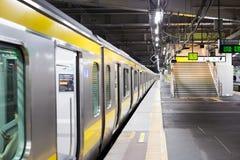 Trein aan Tokyo stock afbeeldingen