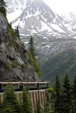 Trein in bergen Royalty-vrije Stock Afbeeldingen