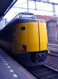 Trein bij trainstation Stock Foto