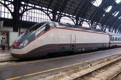 Trein in de post van Milaan Stock Fotografie