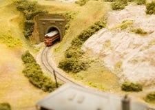 Trein die een tunnel verlaat Stock Foto's