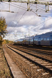 Trein die overgaat door Royalty-vrije Stock Foto's