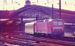 Trein die post (Digitale samenstelling) verlaat Royalty-vrije Stock Foto's