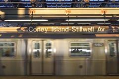 Trein die Stillwell verlaat Stock Foto's