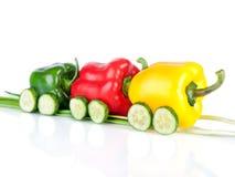 Trein die van diverse paprikagroenten en komkommers wordt gemaakt Royalty-vrije Stock Foto