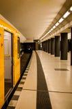 Trein in een Metro stock fotografie