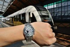 Trein en horloge Stock Foto's