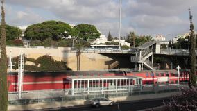 Trein en openbaar vervoer in Israël stock video