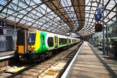 Trein in het Station van de Kalkstraat stock afbeelding
