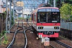 Trein in Kyoto die de post approching Stock Fotografie