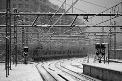 Trein onder de sneeuw Stock Fotografie