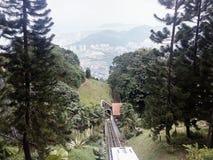 Trein onderaan heuvel Stock Afbeeldingen