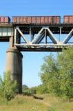 Trein op de brug royalty-vrije stock foto