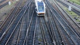 Trein op de spoorroutes Stock Afbeelding