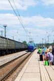 Trein op de spoorwegenpost Kyiv, de Oekraïne Stock Fotografie