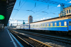 Trein op de spoorwegenpost Kyiv, de Oekraïne Stock Foto's