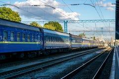 Trein op de spoorwegenpost Kyiv, de Oekraïne Royalty-vrije Stock Afbeeldingen