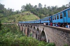 Trein op Negen Boogbrug in Demodara, Sri Lanka royalty-vrije stock afbeelding