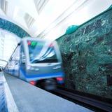 Trein op ondergrondse post Royalty-vrije Stock Fotografie