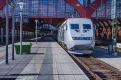 Trein op post Stad Blanes, Spanje, Europa stock afbeelding