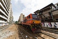 Trein op spoorweg Stock Afbeeldingen
