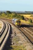 Trein op spoorwegsporen Stock Afbeelding