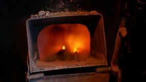 Trein van de steenkool de hete brand stock videobeelden