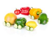 Trein van diverse fruit en groenten op wit wordt gemaakt dat Royalty-vrije Stock Afbeeldingen