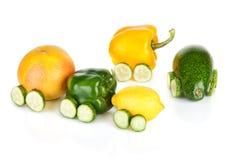 Trein van diverse fruit en groenten wordt gemaakt die Royalty-vrije Stock Foto's