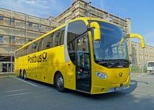Treinador Bus Scania OmniExpress de Postbus em Chemnitz Foto de Stock