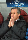 Treinador Jens Keller de Schalke 04 durante o jogo da liga de campeões de UEFA Foto de Stock