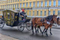Treinador no quadrado do palácio Imagem de Stock Royalty Free