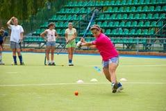 Treinamento arqueado da equipe da menina em um estádio Imagem de Stock Royalty Free